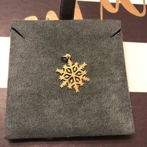 Jewelry - Gold tone snowflake pendant or charm